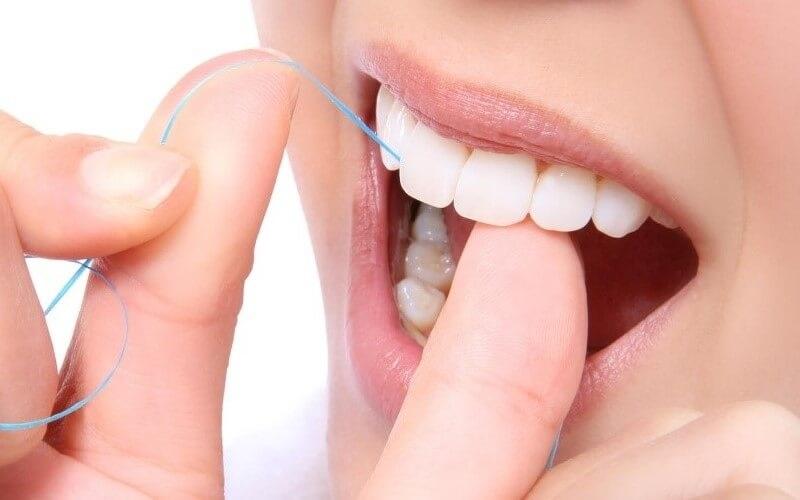 Chỉ nha khoa giúp vệ sinh răng miệng hiệu quả