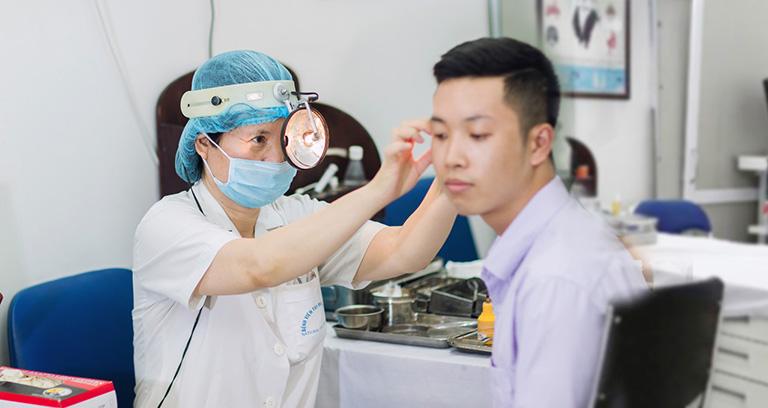 Nên đi thăm khám bác sĩ chuyên khoa khi bị đau tai