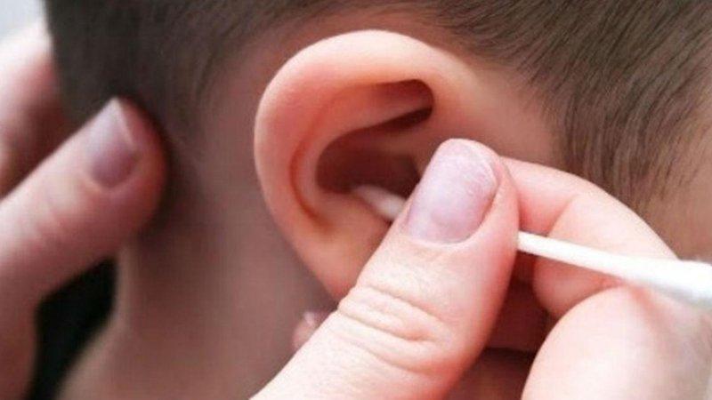 Ngoáy tai bị chảy máu cảnh báo nhiều bệnh lý nguy hiểm