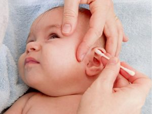 Hướng dẫn chọn bông ngoáy tai trẻ em an toàn các mẹ nên biết