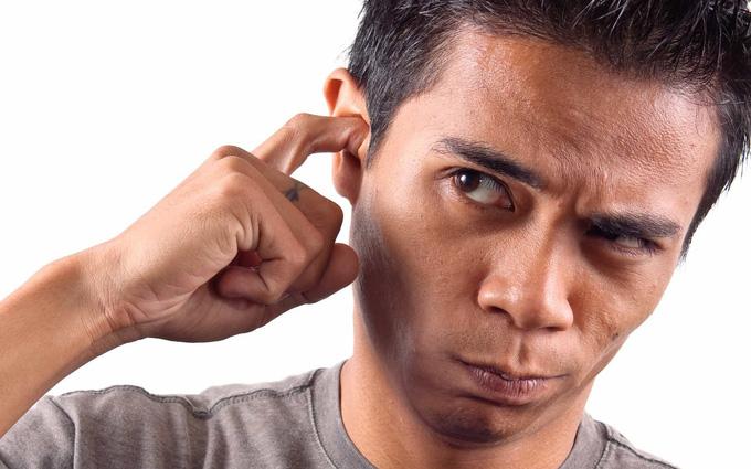 Ngoáy tai không đúng cách gây thủng màng nhĩ